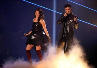 Saara Aalto esitti eilen lauantaina kaksi kappaletta: Tears for Fearsin Everybody Wants to Rule the Worldin ja Queenin Bohemian Rhapsodyn. Bohemian Rhapsodyssa duettoparina nähtiin megatähti Adam Lambert.