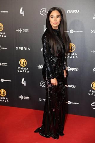 Sofia Belórfin mekko kimalsi kilpaa illan tähtien kanssa.