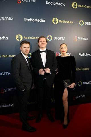 Aamulypsy-ohjelma on Suomen suosituin radioshow. Ohjelmaa Juha Perälän kanssa juontavat Jaajo Linnonmaa ja Anni Hautala, mukaan joukkoon hiljattain liittyi myös näyttelijä Antti Luusuaniemi.