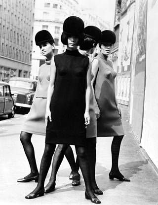 Vuoden 1966 Cardinia korostetuin rinnoin.
