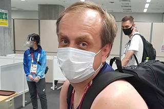 Venäjän olympiakomitean tiedottaja Ilja Zubko arvostaa Tuomas Sammelvuon kielitaitoa.