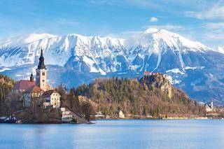 Slovenian Bled on sekä paikallisten että turistien suosiossa. Liikaa siellä ei kuitenkaan ole porukkaa, joten kohde sopii introverteille.