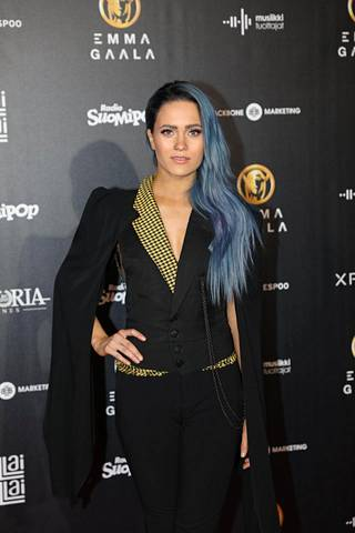 Useissa kategorioissa ehdolla oleva Sanni edusti Emma-gaalassa näyttävässä housupuvussa.
