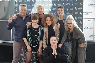 Ohjelmaan osallistuvat tällä kaudella Lindholmin lisäksi Irina, Robin, Samu Haber, Tiktakin Petra Gargano, Laura Voutilainen sekä Nikke Ankara.