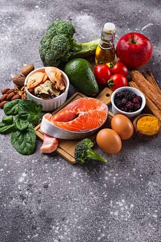 Muun muassa terveellinen ruokavalio auttaa osaltaan ehkäisemään muistisairauksia.