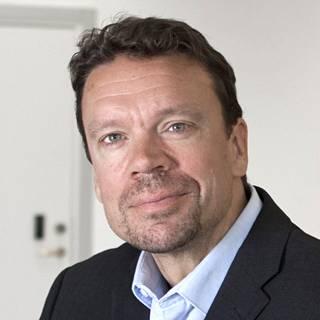 Oulun yliopiston taloustieteen ja Aalto-yliopiston kiinteistötalouden professori Elias Oikarinen.