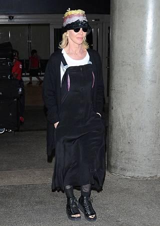 Heather Locklear yritti piiloutua kuvaajilta Los Angelesin lentokentällä.