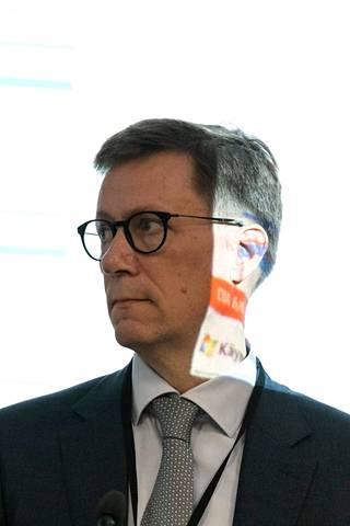 Paljon koronavirustartuntoja jää jatkossa tilastoilta piiloon, mutta johtajaylilääkäri Mikko Pietilän mukaan kaikkia lieviä koronavirusinfektioita ei ole tarpeenkaan tilastoida.