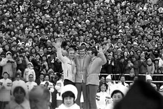 Rauno Miettinen, Ulrich Wehling ja Karl-Heinz Luck palkintojenjaossa Sapporossa 1972.