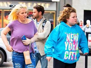Huomattavasti laihtuneen Mama Junen eli June Shannonin seurassa oli myös nykyään 11-vuotias tytär Honey Boo Boo.