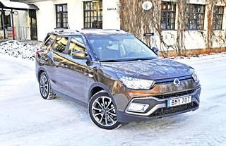 Edestä katsoen XLV on käytännössä sama auto kuin lyhyempi SsangYong Tivoli.