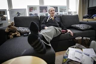 Eino Kalpala muisteli pitkän uransa värikkäitä vaiheita Espoon kodissaan.