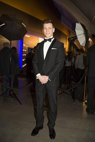 Antti Holma työskentelee parhaillaan Cheekistä kertovan Veljeni vartija -elokuvan parissa. Holma näyttelee elokuvassa sekä Cheekiä että tämän kaksoisveljeä Jere Tiihosta.