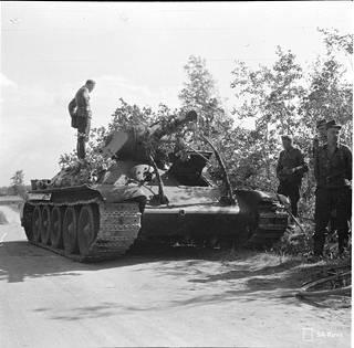 Elokuussa 1941 suomalaisten tuhoama T-34.