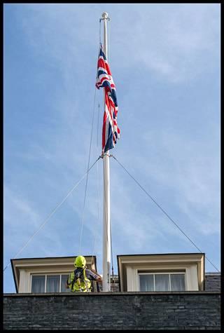 Lontoossa lippuja laskettiin maanantaina aamusta.