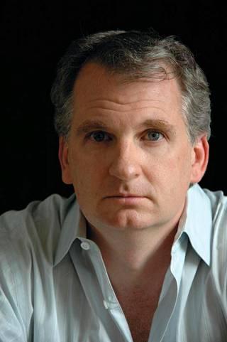 Yhdysvaltalainen historioitsija Timothy Snyder on Yalen yliopiston historian professori, jonka erityisalaa ovat Keski- ja Itä-Euroopan historia ja holokausti.