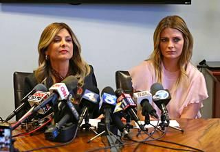 Bartonin asianajaja Lisa Bloom oli myös paikalla tiedotustilaisuudessa.
