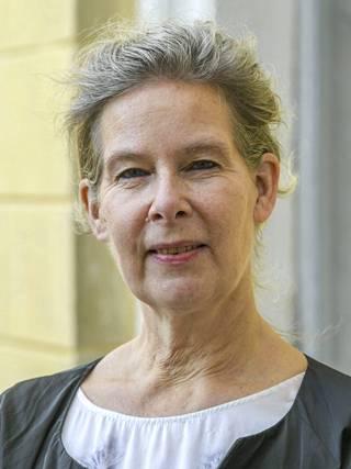 THL:n ylilääkäri Hanna Nohynek muistuttaa, että jo ensimmäinen rokoteannos antaa erinomaisen suojan koronaviruksen sekä varianttien aiheuttamaa vakavaa tautimuotoa vastaan. Suoja vielä paranee toisesta annoksesta.
