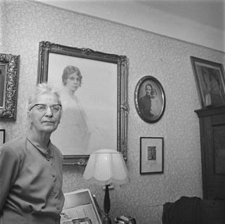 Tyyne Böök kotonaan Helsingissä vuonna 1962.