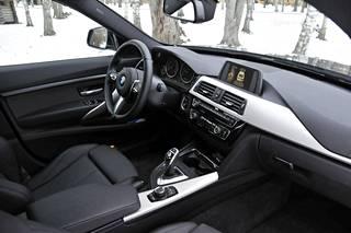 BMW:ltä näyttää. Vain todelliset BMW-asiantuntijat huomaavat muutokset ohjaamossa.