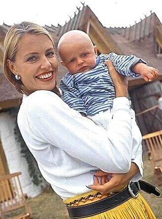 Anulla on vuonna 1999 syntynyt Robin-poika yhdessä Ristomatin kanssa.