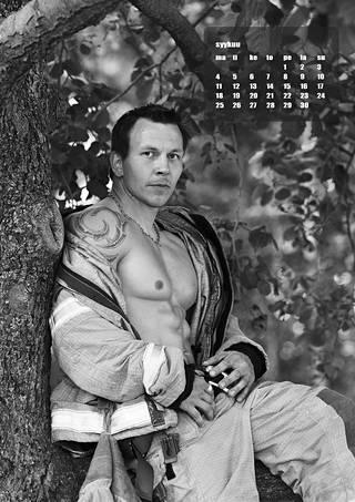 Joonas Mäkipelto poseeraa syyskuun kuvassa.