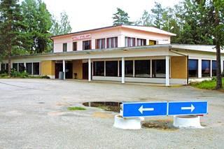 Bonanzan palon jälkeen ilotytöt siirtyivät  motelli Syvälammelle.