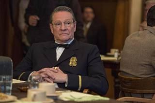 Chris Cooper näyttelee arvokkaasti poliisipäällikköä, joka joutuu tekemään viinan salakuljettajien vuoksi kompromisseja.