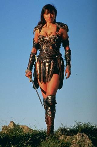 Xenalla oli yllään haarniskamaisia ja näyttäviä asuja.