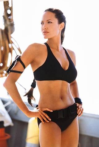 Angelina Jolie esitti Lara Croftia ensimmäisissä Tomb Raider -elokuvissa.