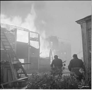Suomalaiset valtasivat palavan Petroskoin lokakuussa 1941. Monet uskoivat Neuvosto-Karjalan pääkaupungin valtauksen merkitsevän sodan pikaista loppua.