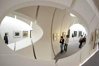 Berliinin museo toimi samassa rakennuksessa rahoittajansa Deutsche Bankin kanssa.