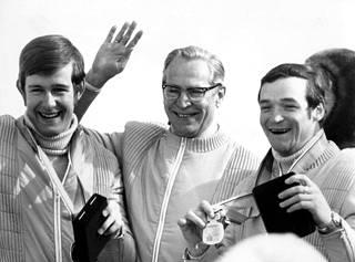 Ulrich Wehling, Saksan olympiakomitean puheenjohtaja Heinz Schöbel ja Karl-Heinz Luck juhlivat menestystä Sapporossa 1972.