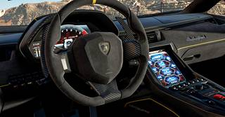 Forzassa on erillinen katselutila, joka mahdollistaa ohjaamon tarkastelun.