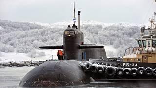 Venäläinen sukellusvene Murmanskin satamassa.