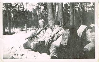 Lepohetki kevätauringossa huhtikuussa 1942.