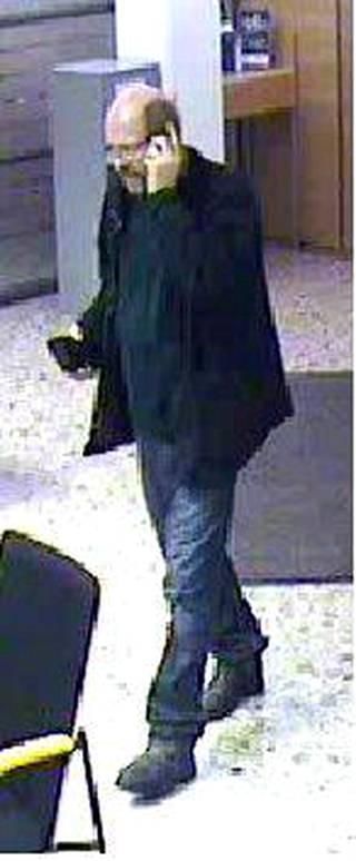 Seppo Tirkkonen on tallentunut valvontakameran kuvaan 7.12.2011 ja mitä todennäköisimmin hän oli katoamishetkellä pukeutunut samoihin vaatteisiin.