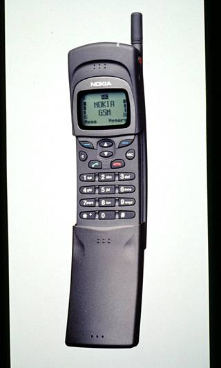 Frank Nuovon suunnittelema Nokia 8110 -malli esiintyi elokuvassa Matrix. Kansa alkoi kutsua kaarevan muotoista puhelinta banaanipuhelinta.