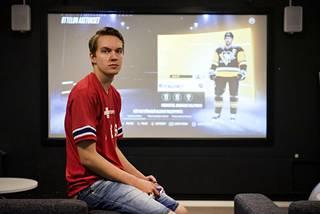Erik edustaa HIFK:n pelitiimiä Helsinki REDSiä.