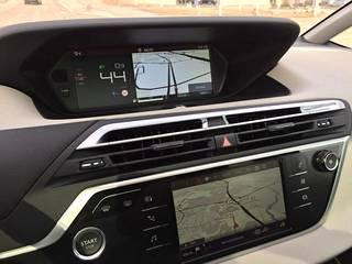 Citroën luottaa C4 Picassossaan kahden vaakanäytön yhdistelmään. Käytössä paketti toimii nyt entistä paremmin.