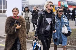2010-luvulla muoti sekoittelee erilaisia elementtejä ja tyylejä toisiinsa, eikä pukeutumisessa tunnu enää olevan yhtä tarkkoja sääntöjä tai tunnusmerkkejä kuin aiempina vuosikymmeninä. Katumuotia Kööpenhaminan muotiviikoilta helmikuussa 2017.