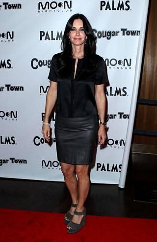Courtney Cox näytteli sarjassa tarkkaa ja siistiä Monica Gelleriä.