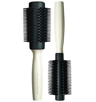 Tangle Teezer Round Tool pieni harja 24,90 € ja suuri harja 26,90 €, hyvinvarustellut kampaamot, Stockmann, Sokos ja beautypopup.fi. Pieni harja on tarkoitettu lyhyistä puolipitkille hiuksille ja suuri harja puolipitkistä pitkille hiuksille.