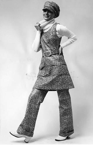 Tiklaksen tekonahka-asu vuodelta 1970.