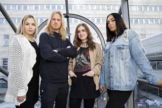 Johanna, Roni, Moona ja Vanessa Au pairit Kanadassa -ohjelman lehdistötilaisuudessa.