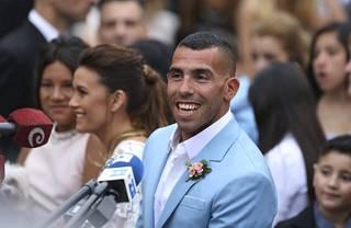 Carlos Tevezin joulukuuhun mahtui myös perheonnea, kun hän meni naimisiin Vanesa Mansillan kanssa.