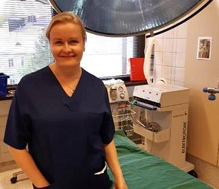 Kirurgian professori Paulina Salminen.