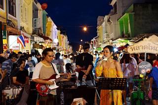 Phuket Townin historiallisen keskustan kortteli on täynnä musiikkia, vaihtuvia värivaloja ja putiikkeja gallerioista vaatekauppoihin.