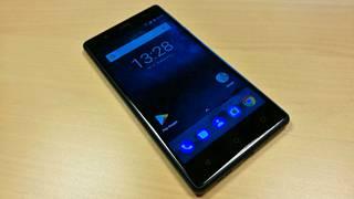 """Käyttöliittymä on hyvin pelkistetty """"vanilja-Android"""" ilman valmistajan omia oheisohjelmia."""