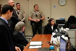 David ja Louise Turpin eivät saa oikeuden päätöksellä pitää yhteyttä lapsiinsa. Viranomaisten mukaan pelkona on, että Turpinit voivat yrittää vaikuttaa lastensa kertomuksiin.